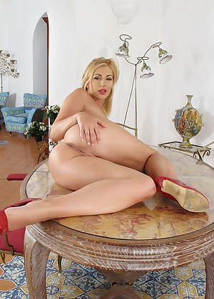 Model Tracy Delicious , IntheCrack Pussy Closeup Gold collection large clitros #15