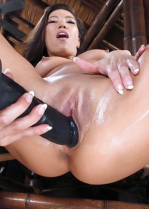 Model Kalina Ryu , IntheCrack Pussy Closeup Gold collection clit photos #10