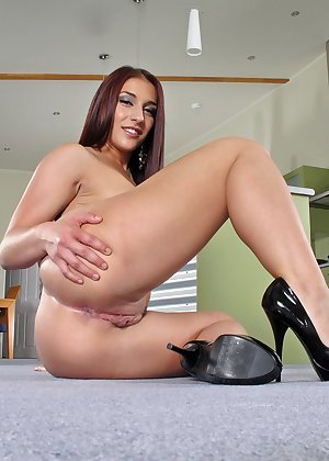 Model Mischa Brooks , IntheCrack Pussy Closeup Gold collection large clit galleries #11